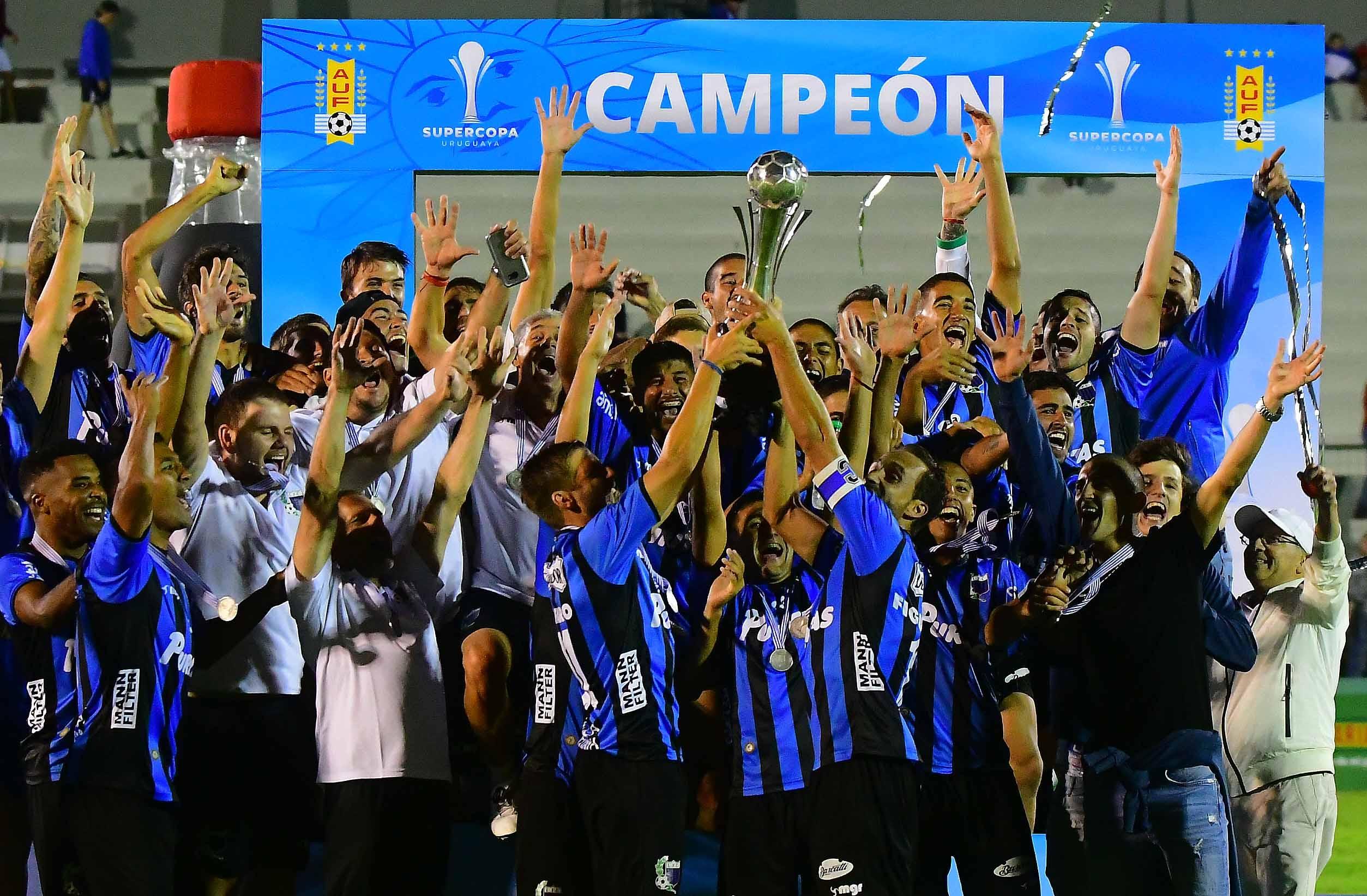 Resultado de imagen para LIVERPOOL campeon supercopa uruguaya